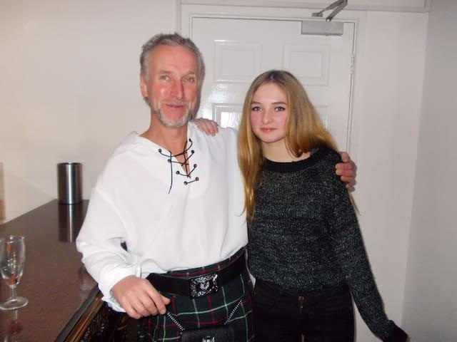 Gastgeber mit Tochter Russell & Daughter .