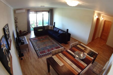 Room type: Entire home/apt Property type: Apartment Accommodates: 8 Bedrooms: 3 Bathrooms: 2