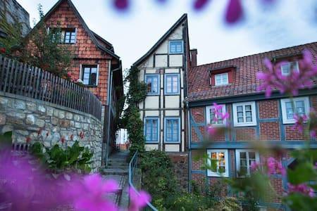 """""""HALBES HAUS"""" - Das Fachwerkhaus - Quedlinburg - บ้าน"""