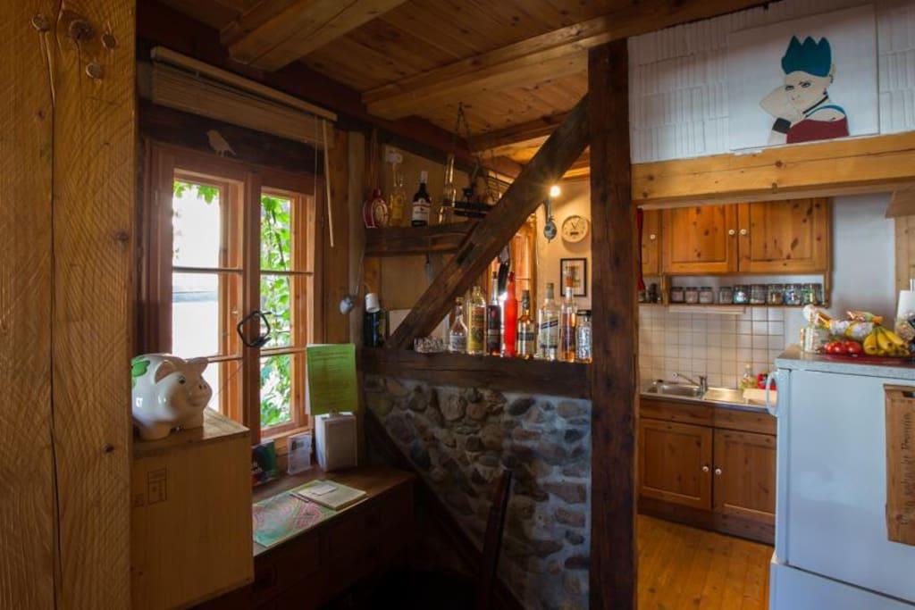 Blick vom Wohnzimmer in die Küche im 1.OG