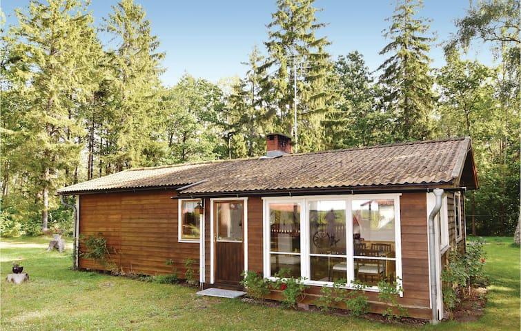 Holiday cottage with 2 bedrooms on 66m² in Lärbro