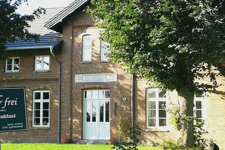 Altes Bauernhaus mit 2Schlafzimmern - Groß Buchwald