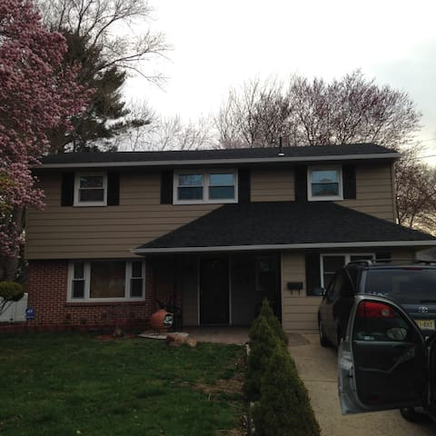 Bi level home, very comfortable - Mount Holly - Casa