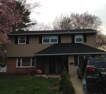 Bi level home, very comfortable - Mount Holly