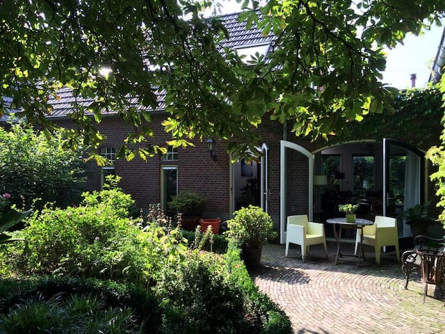 Beautiful old farm house - Zevenaar - 獨棟