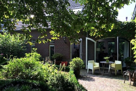 Beautiful old farm house - Zevenaar - Casa