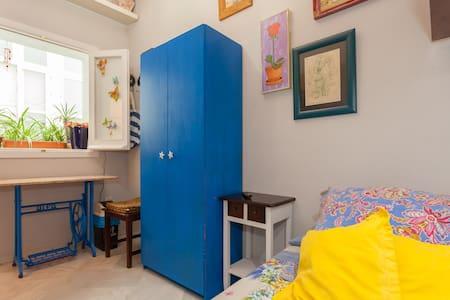 Habitación privada con baño.WIFI
