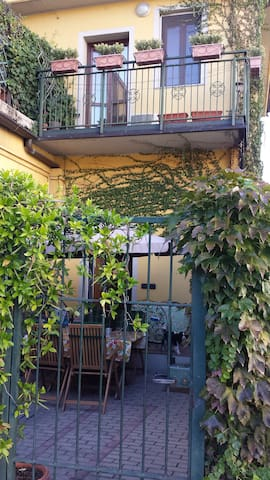 Single bedroom with bathroom - Milano - Villa