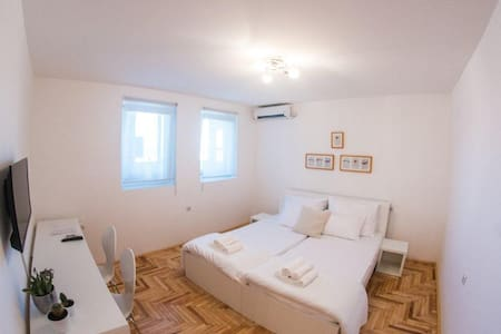 Studio Festina Lente - Apartment