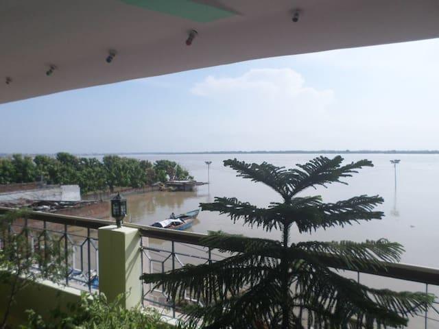Ganga Guest House + Music School - Varanasi