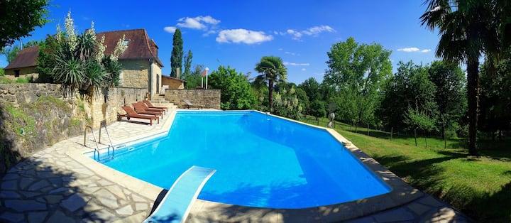 Liebevoll renoviertes Landhaus mit mega  Pool
