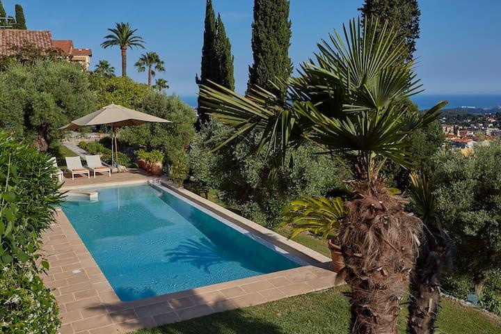 Fantastic property with sea view - Vence - Villa