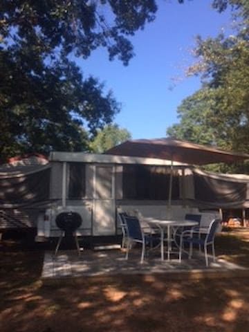 Country Camper, Hot Tub & More - Murrayville