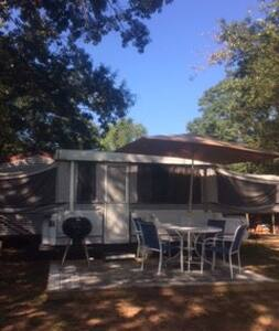 Country Camper, Hot Tub & More - Murrayville - Karavan/RV