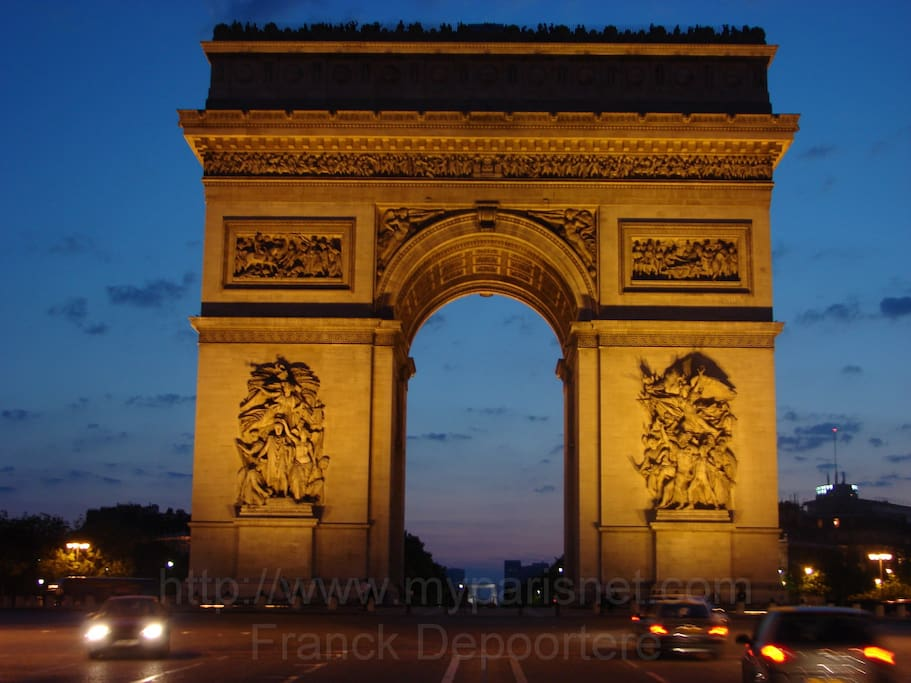 Arc de Triomphe at 10 min