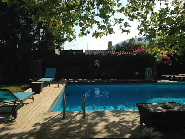 House with pool near the airport - Pallini - 一軒家