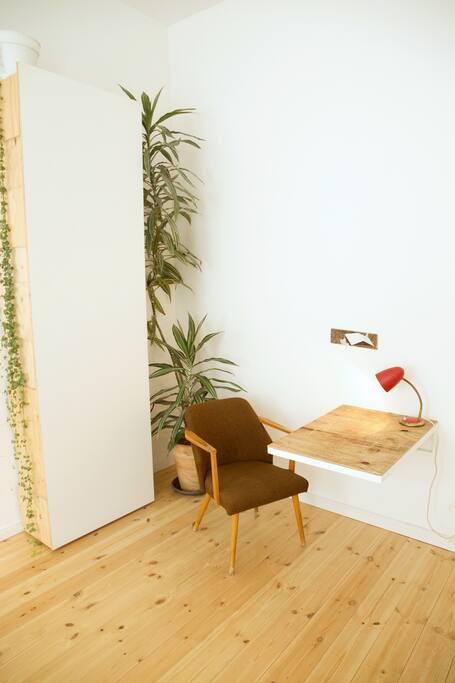schrank mit schreibtisch//wardrobe with desk