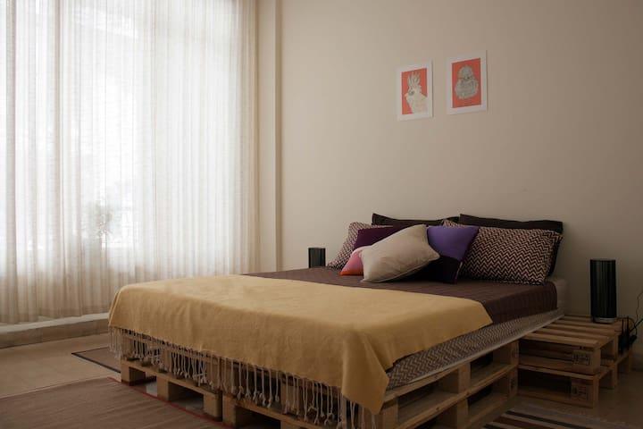 Comfy, Convenient Room in Achrafieh - Sioufi, Ashrafieh - Wohnung
