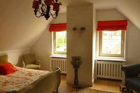 Villa en bois à louer à la semaine - Lasne - Villa