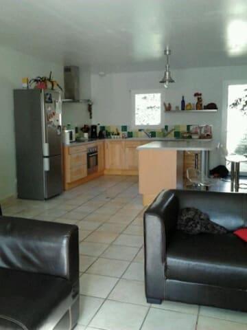 Maison proche la Rochelle - La Jarrie - House