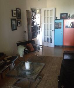 Our top-floor, modernly furnished apartment has 1 bedroom/1 office/1 bath and accommodates 3-4 peeps comfortably. Conveniently located within a 3-min walk to R, and 10-min walk to 2/3/4/5/B/D/N/Q lines on a street lined with shops and restaurants.