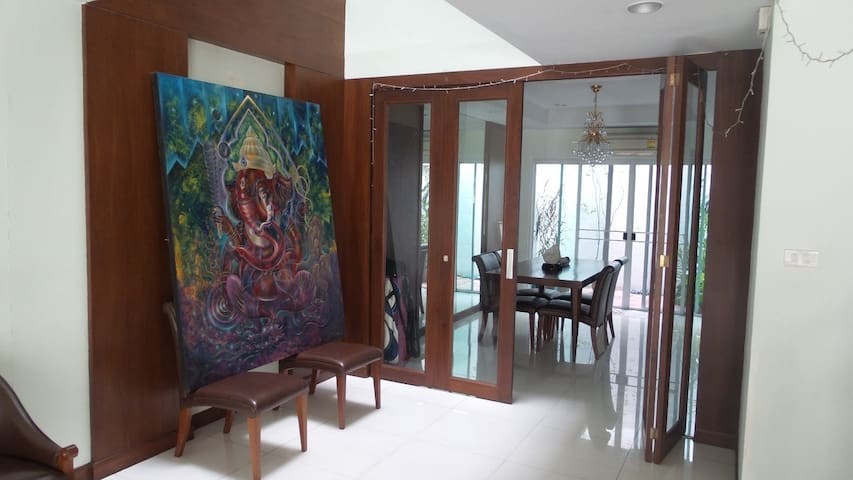 1BR cozy house - BRT in center BKK