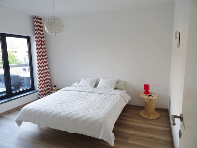 stay in our city guestroom! - Hasselt - Rekkehus