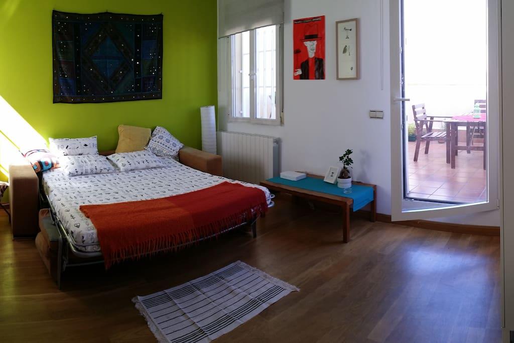 Habitaci n doble con terraza flats for rent in madrid for Sofa arcon terraza
