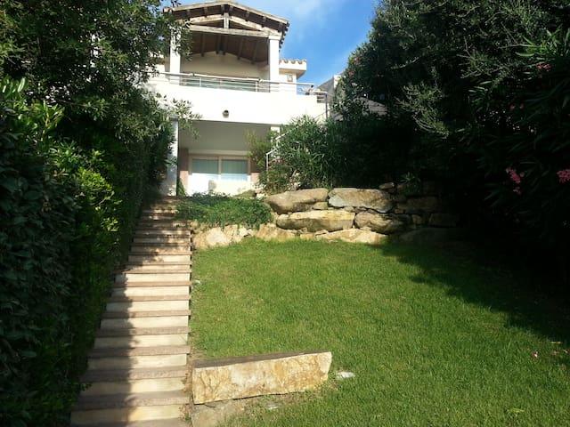 Villa with panoramic sea views. - Quartu Sant'Elena - Huis