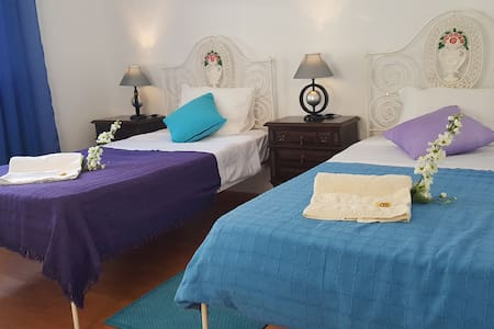 Room type: Private room Property type: Bed & Breakfast Accommodates: 3 Bedrooms: 1 Bathrooms: 4