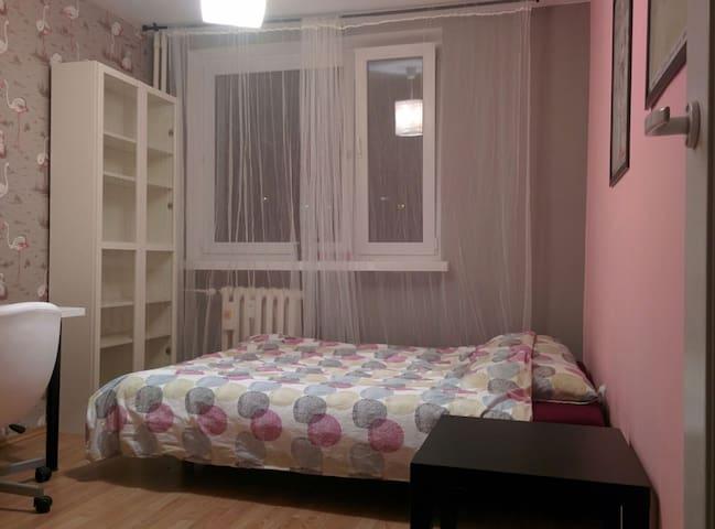 Flamingo Room near subway - Warszawa - Lägenhet