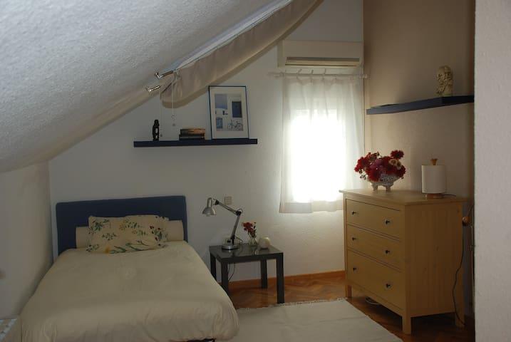 Apartamento con baño privado - Villanueva de la Cañada - Huis