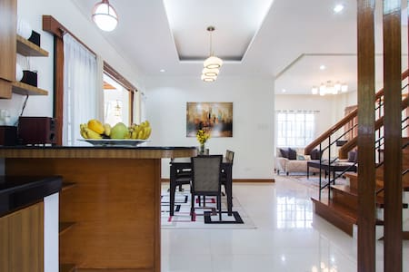 Spacious 3BR House in Woodridge - Davao  - Rumah