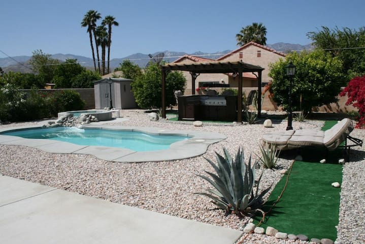 Enjoy a room in Palm Springs area - Cathedral City - Huis
