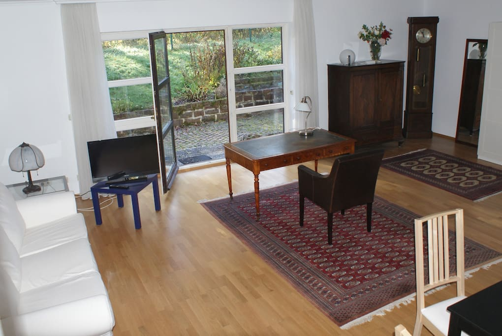 tolle 1 zimmer wohnung mit terrasse h user zur miete in starnberg bayern deutschland. Black Bedroom Furniture Sets. Home Design Ideas
