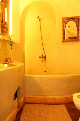 Suite Cannelle, private bathroom