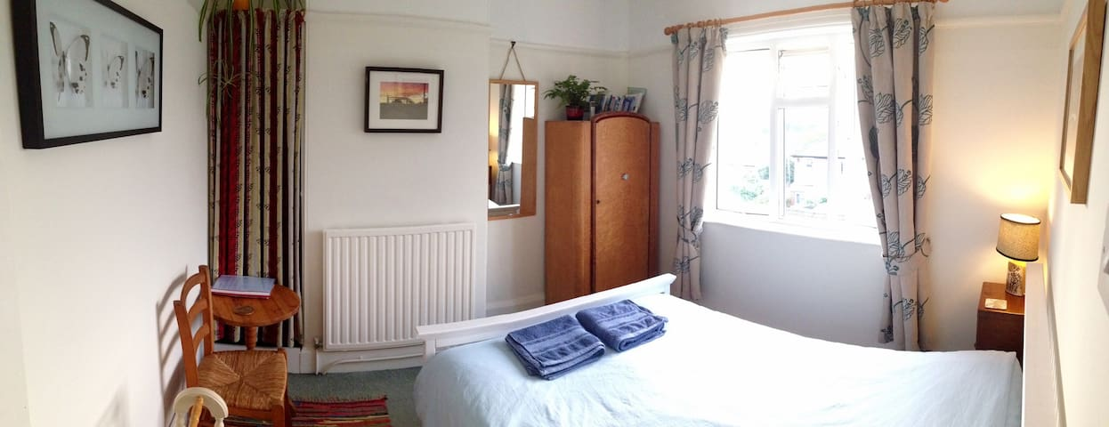 Bright room with beautiful views - Totnes - Rumah