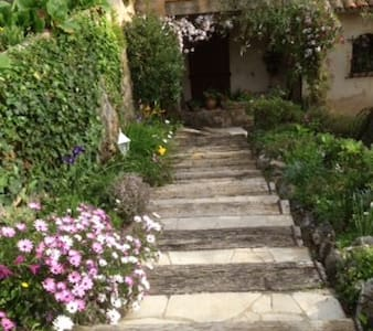 Quiet bedroom in a charming house - Grasse - Bed & Breakfast