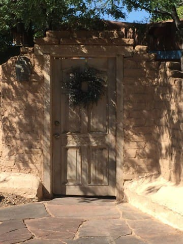 Sweet bungalow 2 blocks from plaza - Taos - House