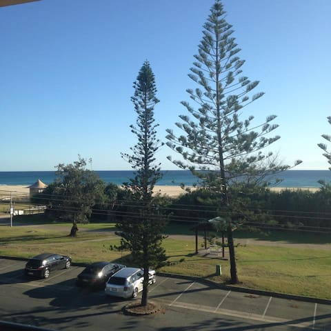 Beach front unit in Kirra Beach - Bilinga - Apartment