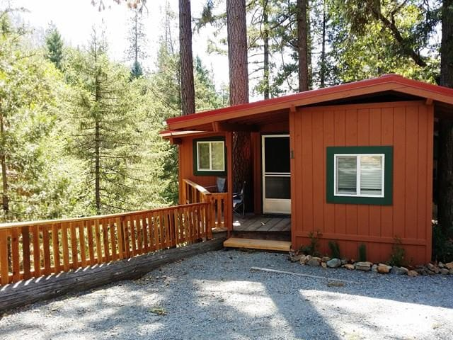 Joe Creek RV Resort Creekside Cabin - Grants Pass - Cabane
