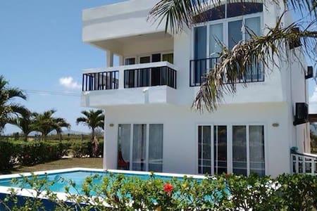 Beach house in the Caribbean sea, San Juan, Tela