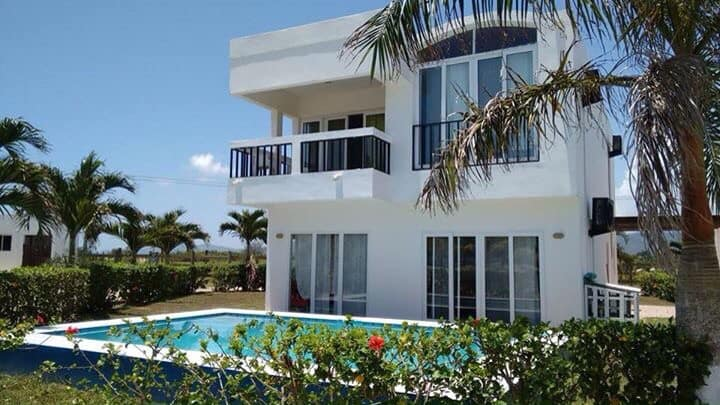 Beach house in the Caribbean sea, San Juan, Tela