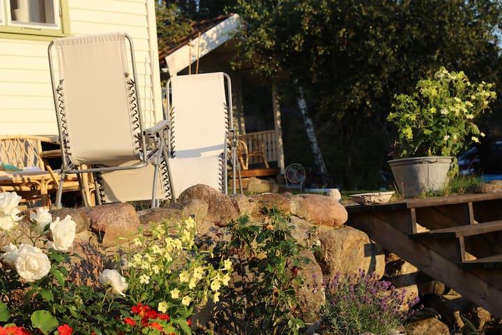 Sommarhus på Lyr vid strand och hoppklippor, Lyrön - Orust V - 小木屋