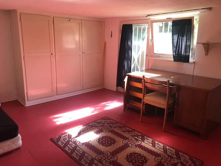Close 2 city centre!Private Room with garden entry