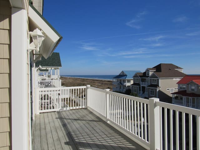 """CottageVacations4u """"Another Day at the Beach""""-Ocean View- Pool Club"""