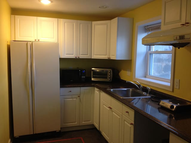 1 BR $649 Util/Laundry incl. 6 month min. 1 pers.