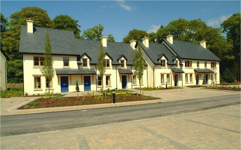 Fota Island 3 Bed Courtyard Lodge, Fota Island Resort, Co.Cork - 3 Bed Courtyard Standard - Sleeps 5