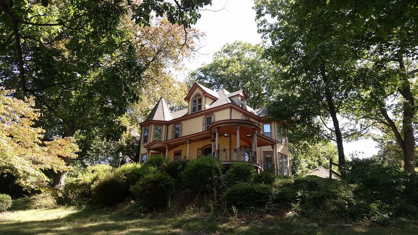 Beautiful Victorian Home - Mt Airy - บ้าน