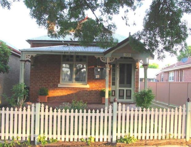 Acacia Cottage-Bathurst NSW